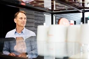 – Vi behöver kunna nå dem på det flexibla sätt som de önskar, säger Roger Hansson, processansvarig vid Ikano Bank.