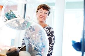 – När prylar är uppkopplade behöver man inte längre äga dem, det blir så lätt att dela dem genom exempelvis onlinebokningar, säger Kristina Höök, professor i interaktionsdesign vid Kungliga tekniska högskolan, KTH, i Stockholm.