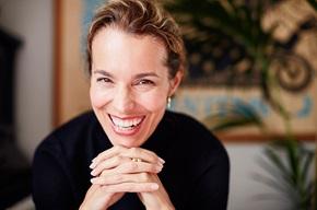 Anna Frost, psykolog, kliniker och föreläsare inom näringslivet, menar att företagen ska ta ett steg tillbaka och kamouflera en del av all information man har om sina kunder